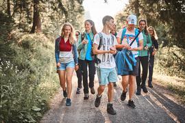 Young Explorers Camp - hier die Teilenehmer des zweiten Camps 2015, darunter Svenja Christ (links)