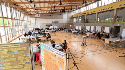 Spannende Diskussionen: In der Schlossfeldhalle in Großweier wurden bei der Zukunftswerkstatt der Stadt Achern viele Ideen gesammelt.