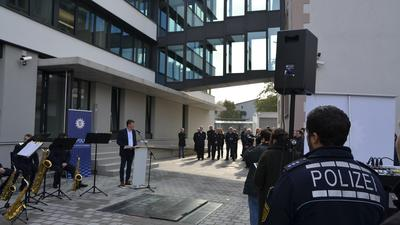 Das Polizeipräsidium Offenburg hat nun deutlich mehr Fläche - hinten der Erweiterungsbau.