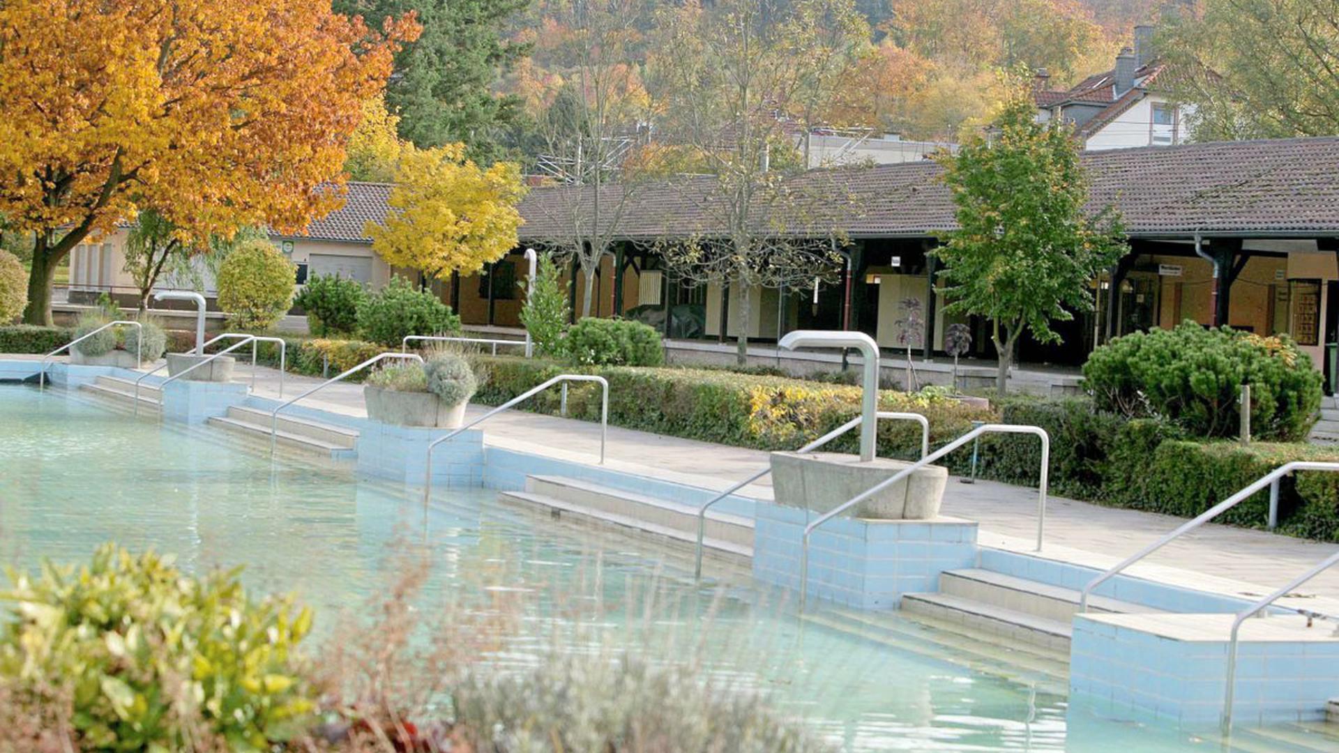 Das Albgau-Freibad mit rund 1900 m² Wasserfläche wurde 2008 neu eröffnet und präsentiert sich als das Highlight der Ettlinger Bäderlandschaft. Hier ein Archivbild aus 2005.