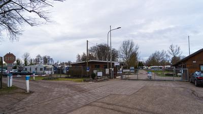 Blick auf Eingang des Acherner Campingplatzes