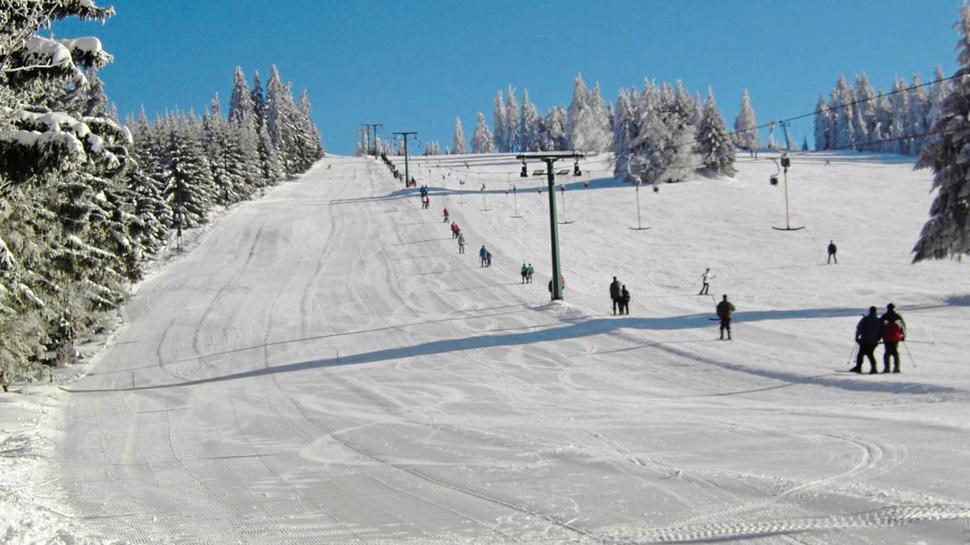 Erst bei 20 Zentimetern Schnee startet der Betrieb beim Skilift am Ruhestein. Die Piste wird nicht beschneit.