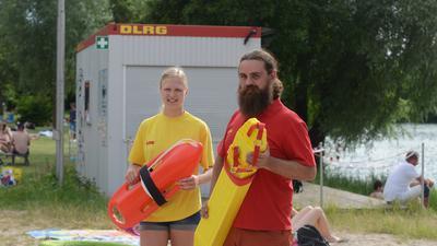 Tanja Ambronn und Marco Ott von der DLRG in Achern.