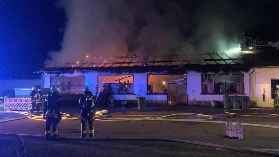 Feuerwehr bei Nacht