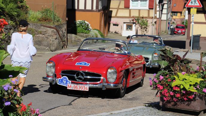 Liebhaberstücke: Mercedes-Benz 300 SL fahren durch Gernsbach-Reichental
