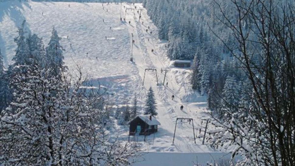 Im Skigebiet Kaltenbronn wird ausschließlich auf Naturschnee gebaut. Sobald es genug geschneit hat, werden die Lifte geöffnet.
