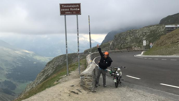 """Mit den 2509 Metern des Timmelsjochpasses hatten Olli Huber und seine """"Bergsteiger"""" ihre erste harte Prüfung bestanden."""