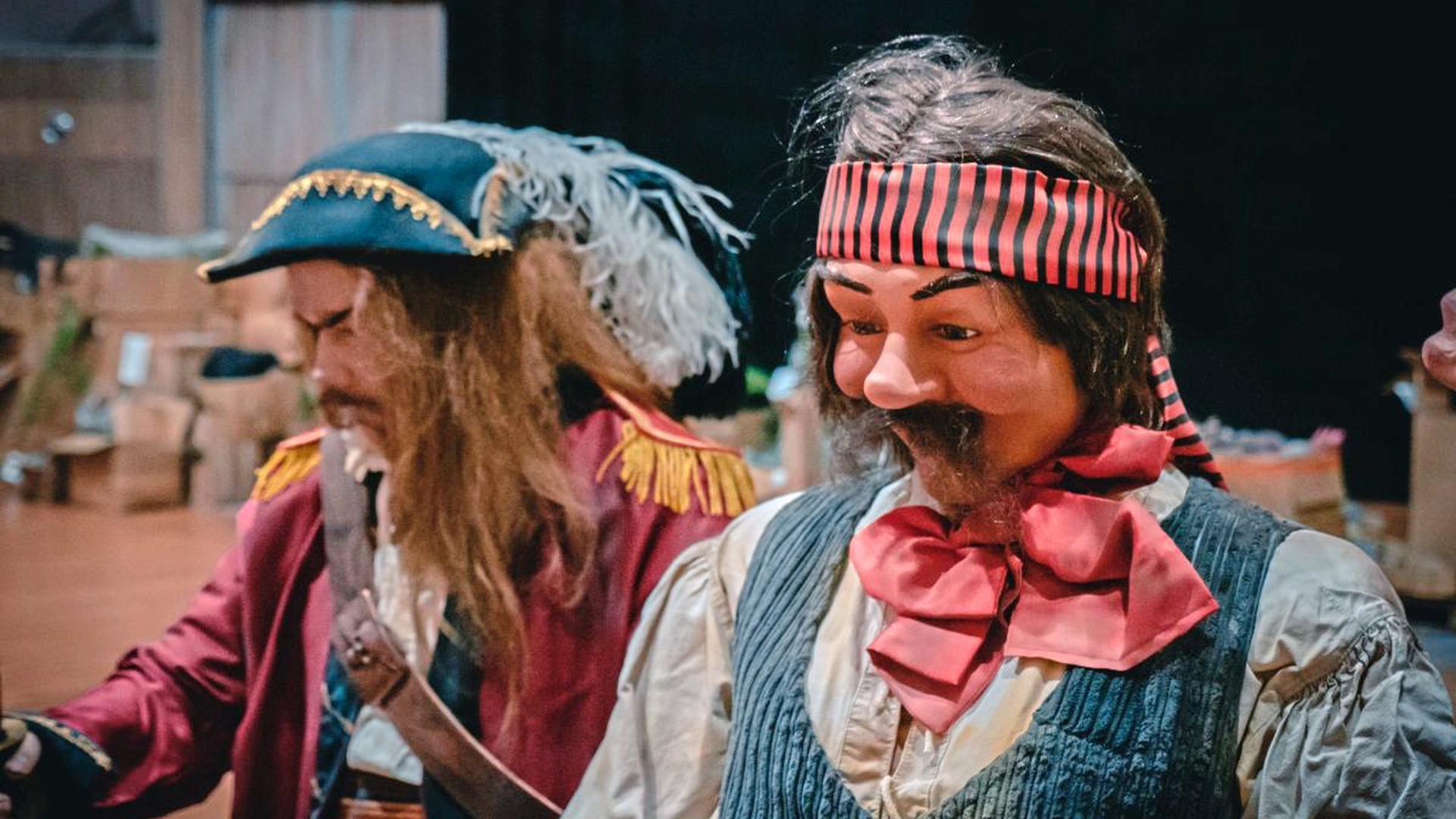 Zwei von sieben geretteten Piraten der Attraktion aus dem Jahr 1987.