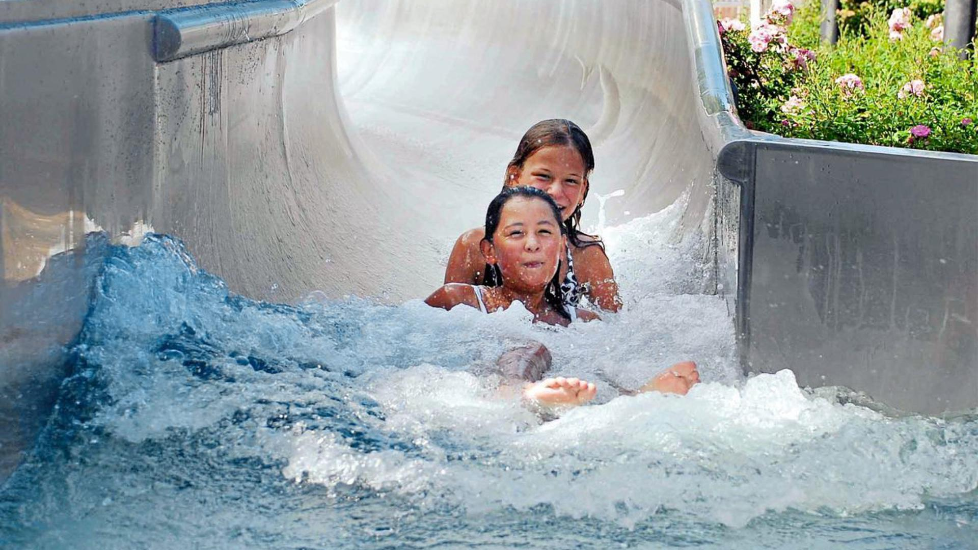Das Schwarzwaldbad Bühl hat insgesamt eine Wasserfläche von über 2.000 Quadratmetern.