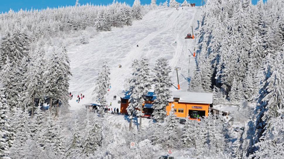 Die Piste am Skilift Hochkopflift Bühl-Unterstmatt ist 540 Meter lang. Wintersportler haben Ausblick in Richtung Straßburg und in die Rheinebene.
