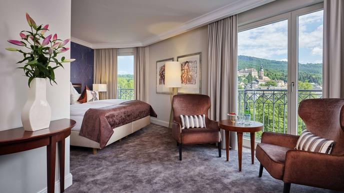 Zwischen Theater und Kurhaus liegt das Dorint Hotel Maison Messmer. Gäste haben einen tollen Blick auf die Stadt.