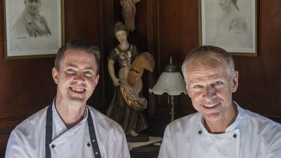 """Sie ergänzen sich bestens – Karl Hodapp, der Chef des """"Rebstock"""", und sein Sous-Chef Oliver Vogel (links)."""