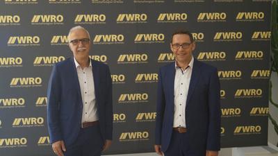 Zum 1. Juli 2021 wechselt turnusgemäß der Aufsichtsratsvorsitz der Wirtschaftsregion Ortenau (WRO). Oberbürgermeister Toni Vetrano (links, Stadt Kehl) übernimmt das Amt von OB Klaus Muttach (Achern).