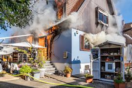 Ein Haus in der Endgasse in Kehl brennt.