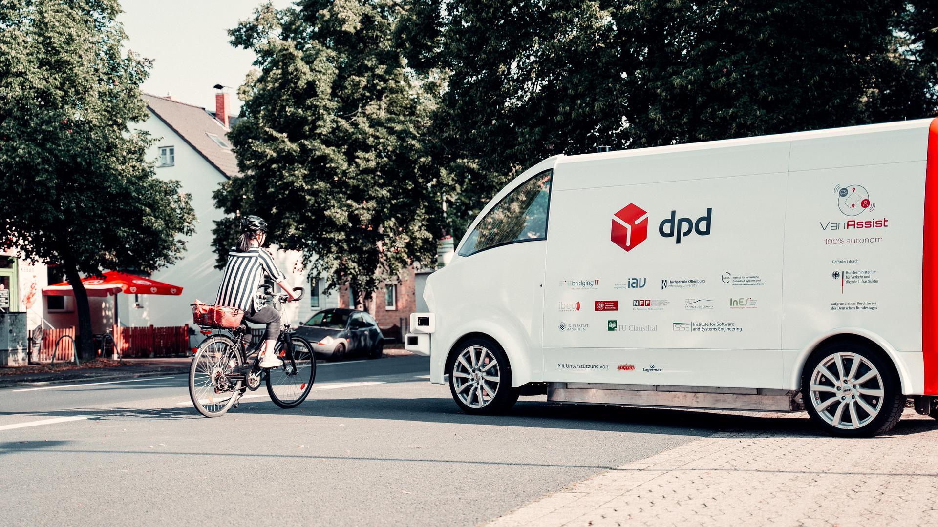 Das im Kooperationsprojekt VanAssist entwickelte autonom fahrende Zustell-Elektrofahrzeug soll nun in Straßenverkehrs-Umgebungen getestet und weiterentwickelt werden.