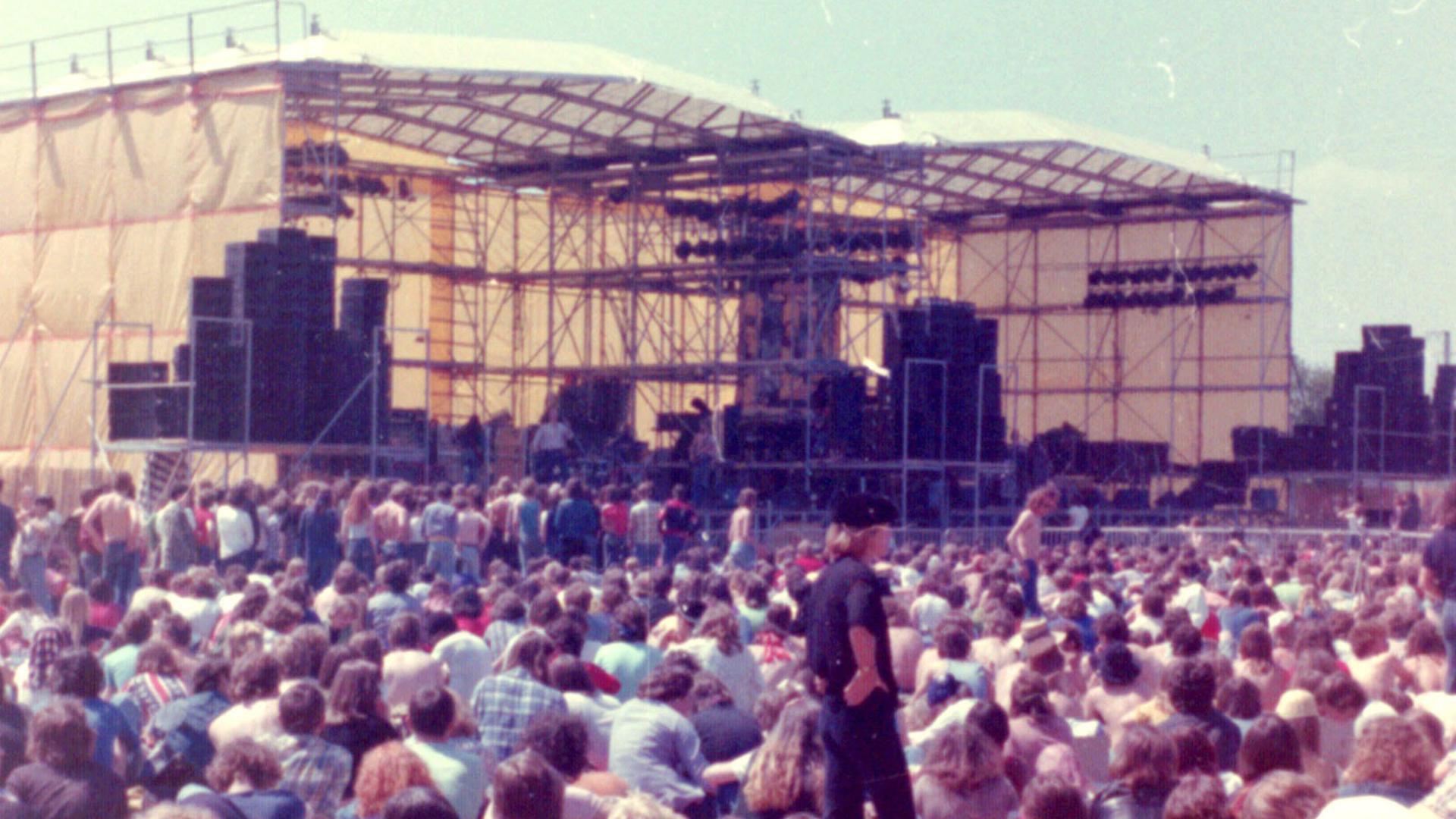 """""""When I was Young""""  Sunrise Festival auf dem Messegelände""""When I was Young""""  Sunrise Festival auf dem Messegelände02.03.2012, BZ - OFB: Ein Hauch von Woodstock in Offenburg: Das Sunrise Festival vom 6. Juni 1976 auf dem Messegelände. Es blieb das erste und einzige seiner Art. Museum und private Leihgeber06.03.2012, BZ - OLA: Ein Hauch von Woodstock in Offenburg: Das Sunrise Festival vom 6. Juni 1976 auf dem Messegelände. Es blieb das erste und einzige seiner Art. Museum und private Leihgeber17.09.2020, BZ - OFB: Ein Hauch von Woodstock: Sunrise Festival 1976 auf dem Offenburger MessegeländeMuseum im Ritterhaus"""