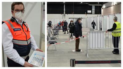 Michael Quarti vom Malteser Hilfsdienst mit den raren und begehrten Ampullen (lnks). Im Impfzentrum in der Messehalle 1  herrscht nur wenig Andrang, weil kaum Impfstoff vorhanden ist.