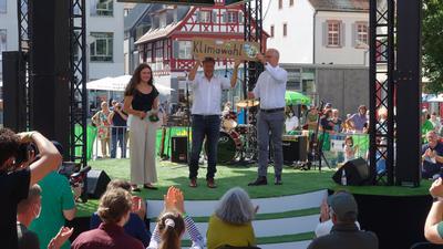 Neben dem zentralen Thema Klimawandel ging Robert Habeck, hier mit dem Ortenauer Grünen-Kandidat Thomas Zawalski und Elisabeth Schilli, Kreisvorsitzende der Grünen in der Ortenau, auf einen Neuanfang ein.