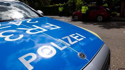 Nach der Flucht des Tatverdächtigen ist die Polizei auf der Suche nach Zeugen.