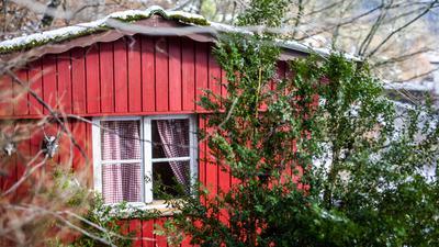 Die von dem Angeklagten Yves R. illegal genutzte Gartenhütte steht an einem Hang oberhalb der Stadt Oppenau.