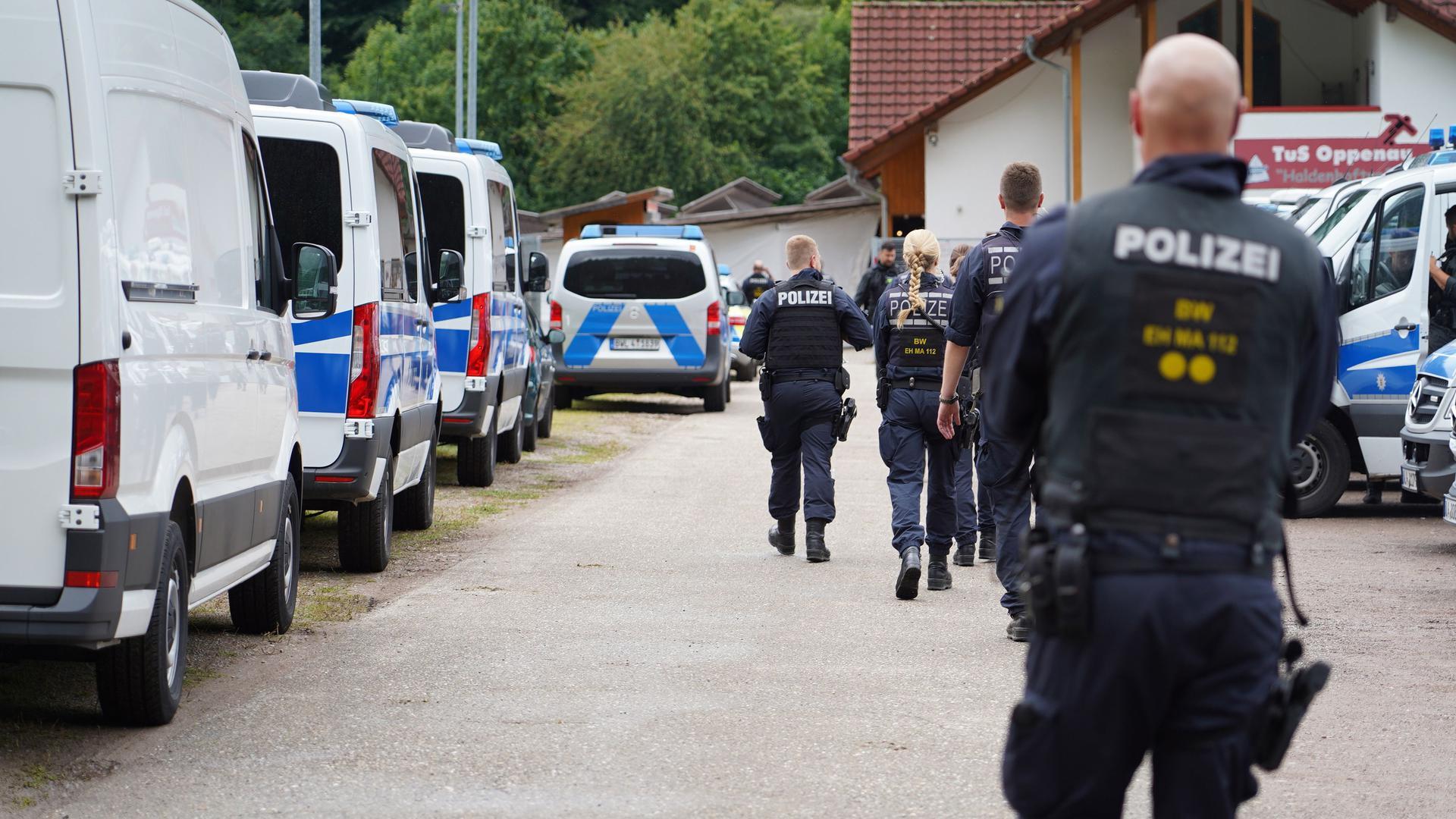 Oppenau im Ausnahmezustand: Der sogenannte Waldläufer Yves R. hielt im Juli mehrere Tage die Region in Atem. Mit einem riesigen Polizeiaufgebot wurde der Mann gesucht.