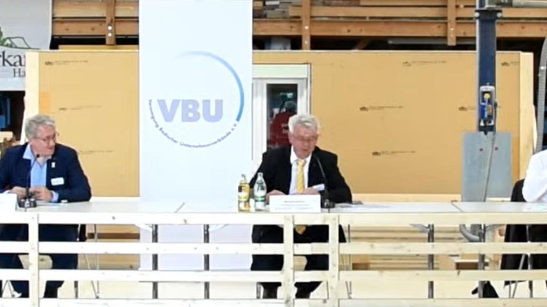 Debatte mit Abstand: In den Räumen der Firma Burkart Haus in Renchen diskutierten Martin Gassner-Herz (FDP), Matthias Katsch (SPD), VBU-Geschäftsführer Michael Hafner, Johannes Rothenberger (CDU) und Thomas Zawalski (Grüne).