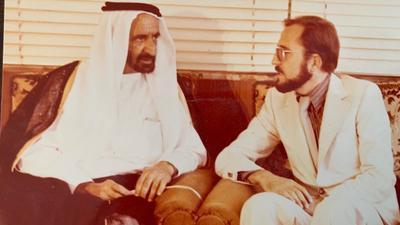 Hubert Lang (rechts) im Jahr 1978 als erster deutscher Konsul in Dubai mit Herrscher Sheich Rashed.