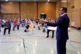 Podiumsdiskussion wegen aktuellen Entwicklungen der Gemeinde - Petition wegen Abriss des alten Rathauses