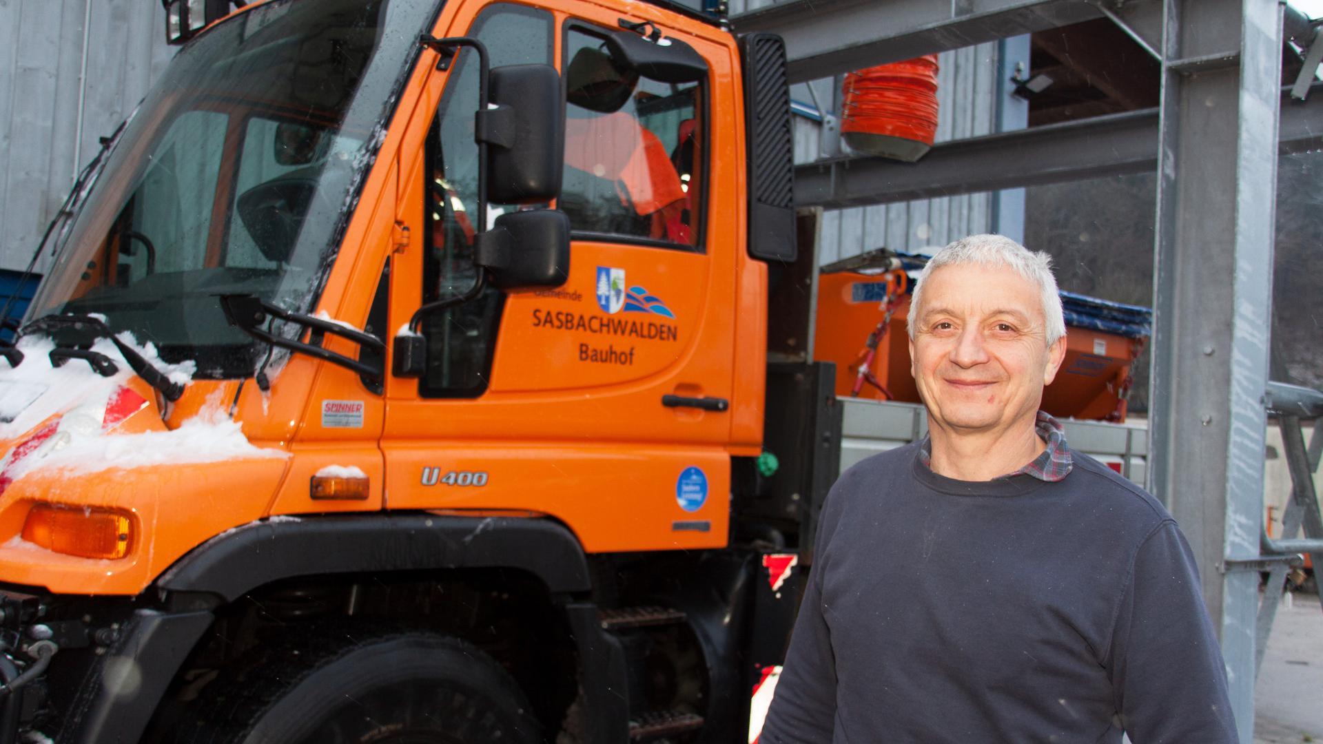 Klaus Decker ist Chef des Bauhofes in Sasbachwalden. Im Winter sorgt er mit seinem Team dafür, dass Straßen und Fußwege frei von Eis und Schnee sind.  Foto: Michael Brück