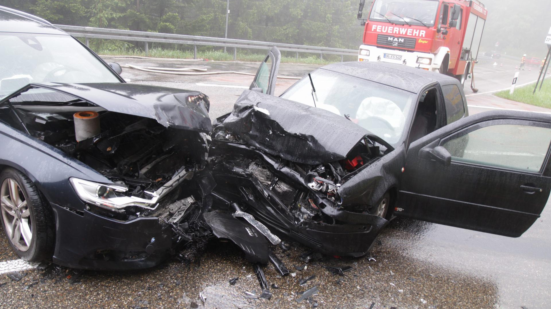 Autos Unfall Feuerwehrfahrzeug