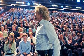 """Thomas Gottschalk, """"Wetten, dass..?"""" und die Offenburger: Hier ein Auftritt 2011 in der Baden-Arena, wo Jahre später auch das Aus für die Show bekannt gegeben wurde. 2020 gibt es noch eine Auflage – am 7. November und wieder aus Offenburg."""
