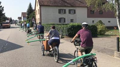 Zeichen gesetzt: Mit der Poolnudel-Tour setzten rund 40 Teilnehmer in Lichtenau ein sichtbares Zeichen für mehr Sicherheit für Radfahrer.