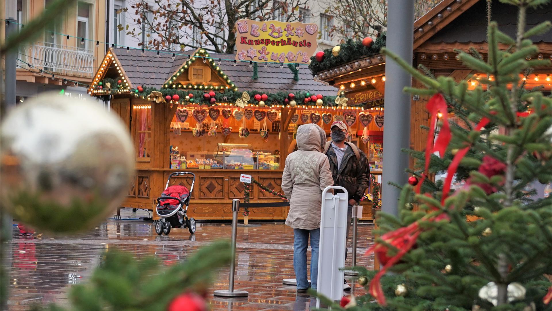 Weihnachtsmarkt Rastatt vor der Alexanderkirche