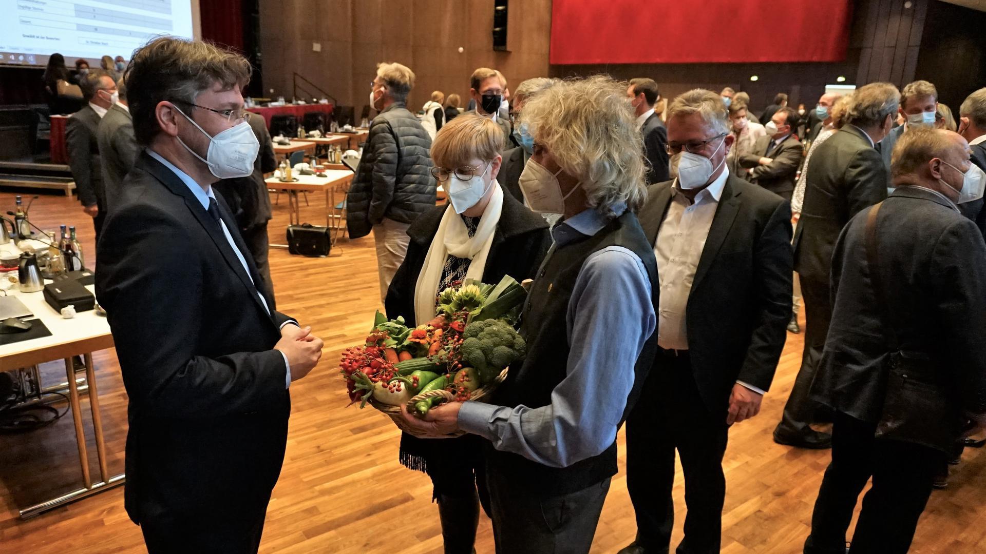 Grünen-Spitze gratuliert frischgebackenem Landrat Dusch.