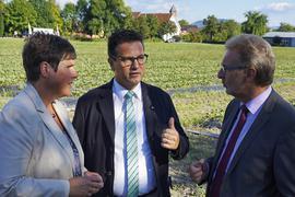 CDU-Landtagsabgeordnete Sylvia Felder, Landwirtschaftsminister Peter Hauk (Mitte) und Landrat Jürgen Bäuerle.