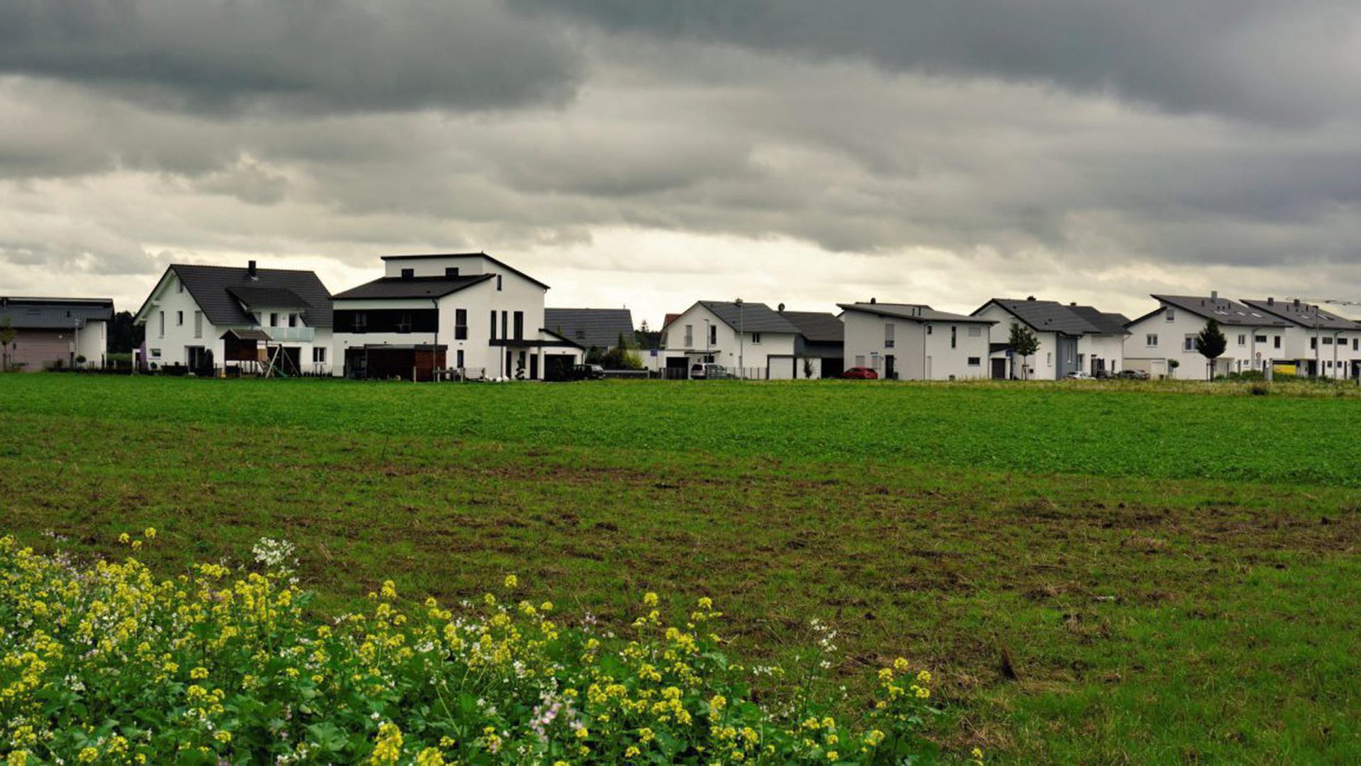 Dunkle Wolken über Hügelsheim: Im Neubaugebiet wurde PFC auf einzelnen Grundstücken gefunden.