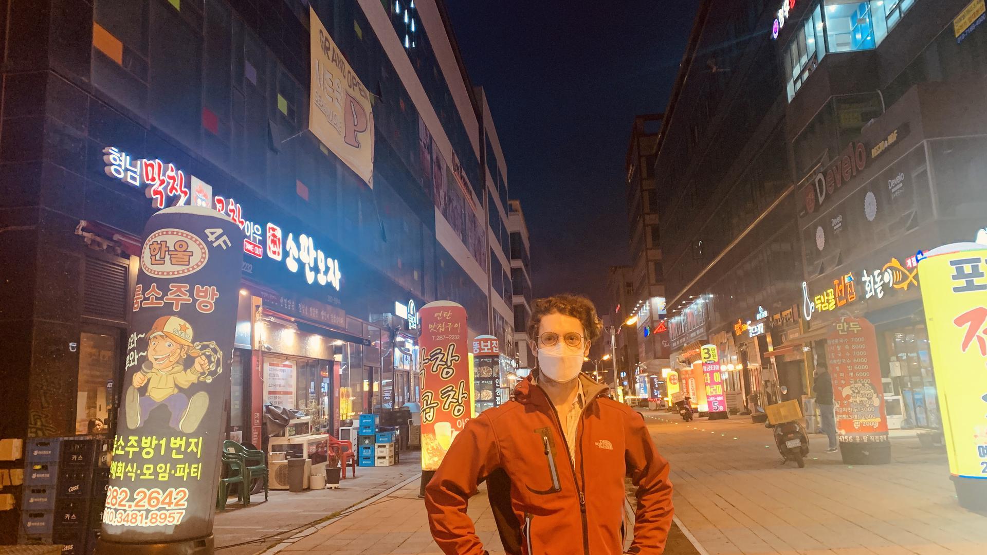 Alex Lungu lebt und arbeitet in Südkorea. Der gebürtige Rastatter erzählt, welche Maßnahmen dort gegen das Coronavirus ergriffen werden und welche Einschränkungen er zurzeit in Kauf nimmt.
