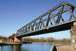 Ist bald wieder Zugverkehr auf der Wintersdorfer Rheinbrücke?