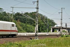 Engpass im Rheintal: Kurz vor der Autobahnbrücke werden aus den vier aus Offenburg kommenden Gleisen nur noch zwei bis zum Bahnhof Rastatt. Jetzt wird die Strecke dafür vorbereitet, dass es nach der Fertigstellung des Rastatter Tunnels viergleisig weitergehen kann.
