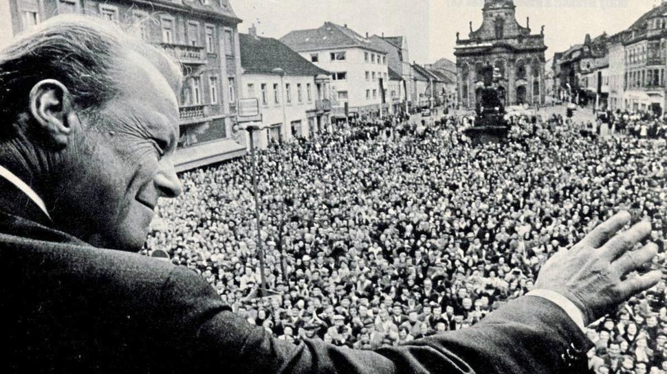 Die Begeisterung für Willy Brandt brachte 1972 tausende Rastatter auf den Marktplatz. Heute streitet man in der Festungsstadt, ob man eine Murgbrücke oder doch lieber den hinteren Teil des Marktplatzes nach dem Vater der Aussöhnung mit dem Osten benennen will.