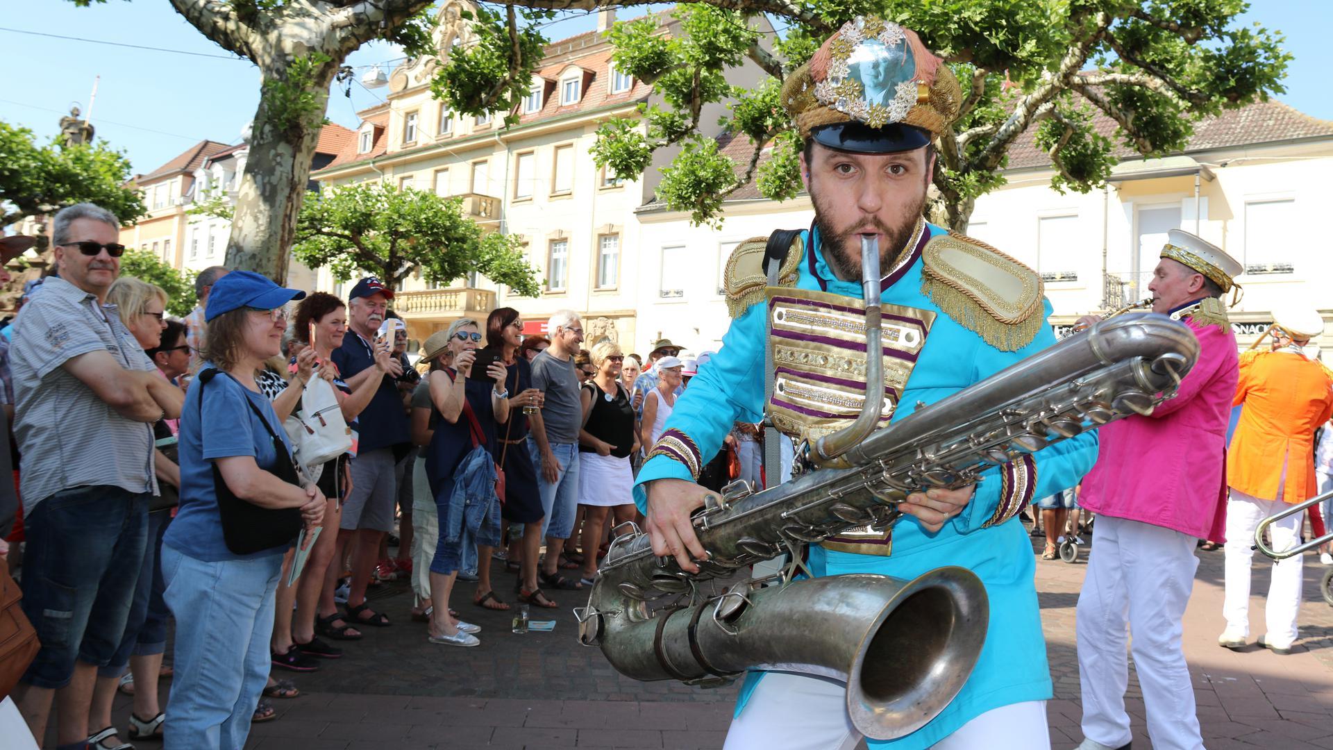 Dicht an dicht und ganz nah dran: So wie beim Auftritt der Musiker von Mr. Wilsons Second Liners beim tête-à-tête 2018 wird es im kommenden Jahr wohl nicht aussehen.