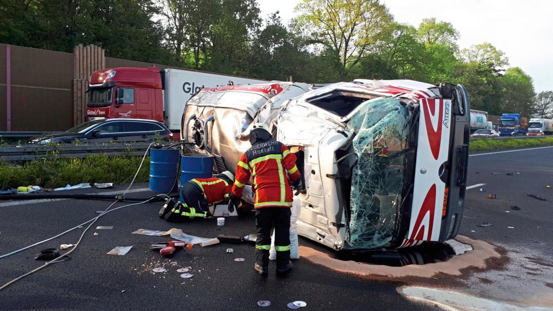 Der Fahrer eines Tanklasters ist am Dienstagmorgen bei einem Unfall auf der A5 in Höhe Rastatt-Rauental gestorben.
