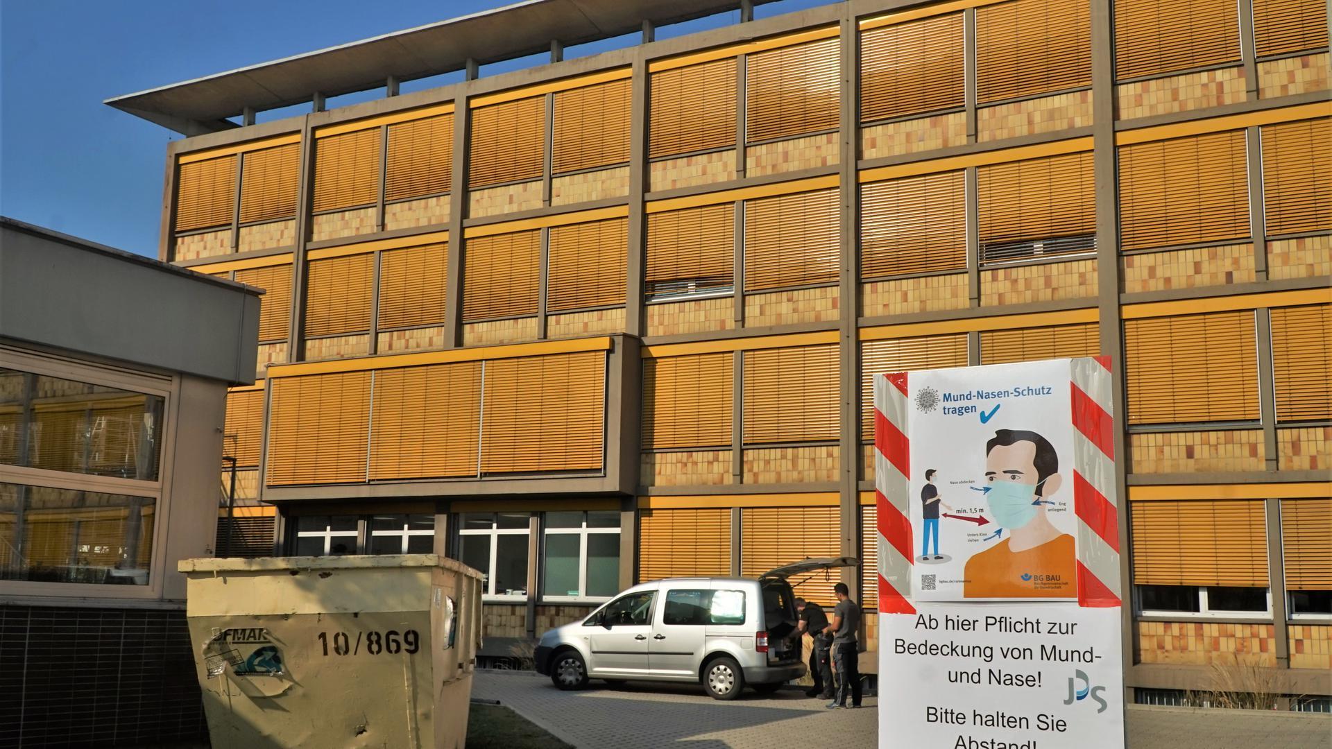 Ein Schulgebäude.
