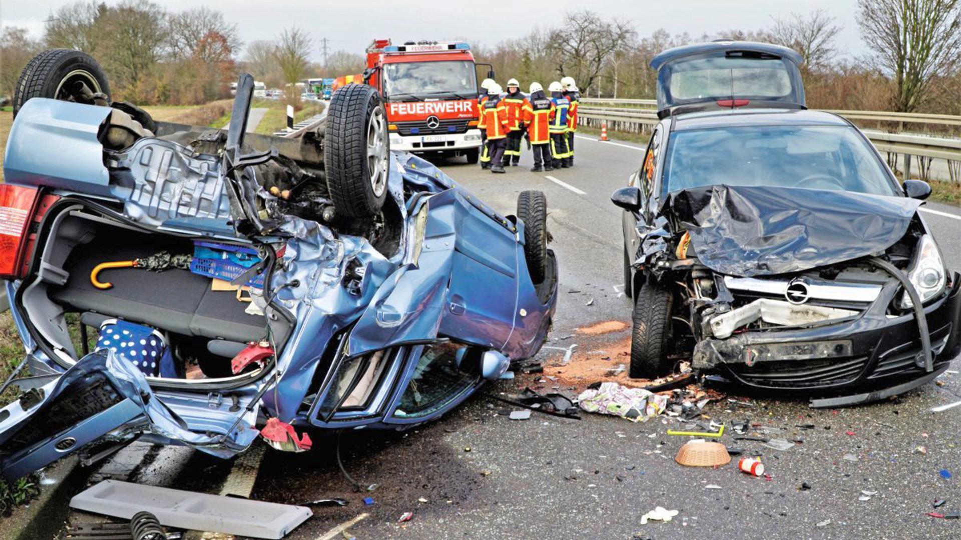 Auf der B462 bei Rauental hat es am Dienstagmittag einen Unfall mit zwei beteiligten Autos gegeben.