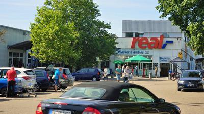 Die Farbe bleibt: Nach BNN-Informationen soll am Supermarkt in der Rauentaler Straße künftig ein rotes Kaufland-Logo  hängen.