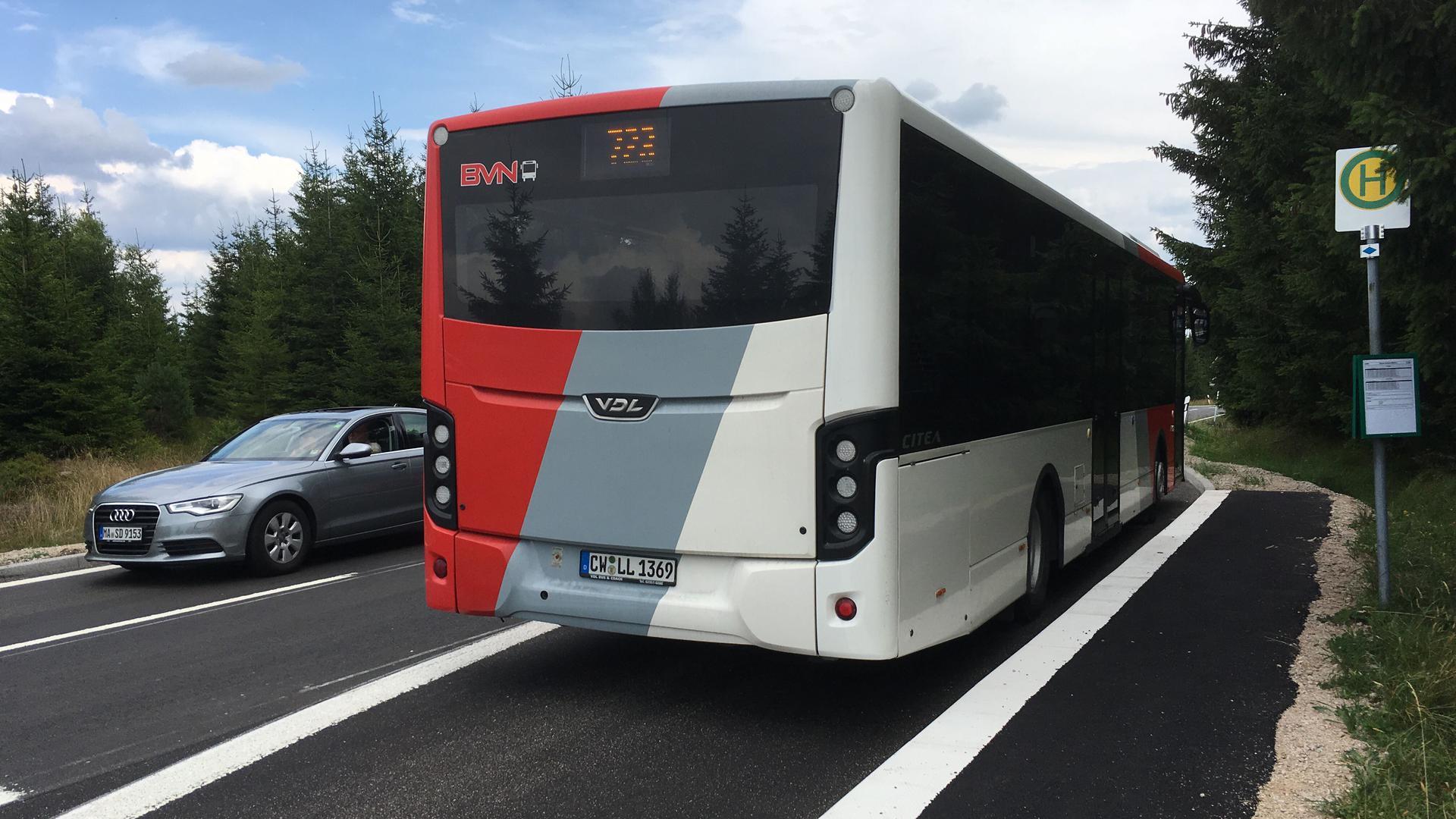 Nahverkehr Personennahverkehr Bus Buslinie  Kaltenbronn Haltestelle Schwarzmiss ÖPNV öffentlicher AVG KVV