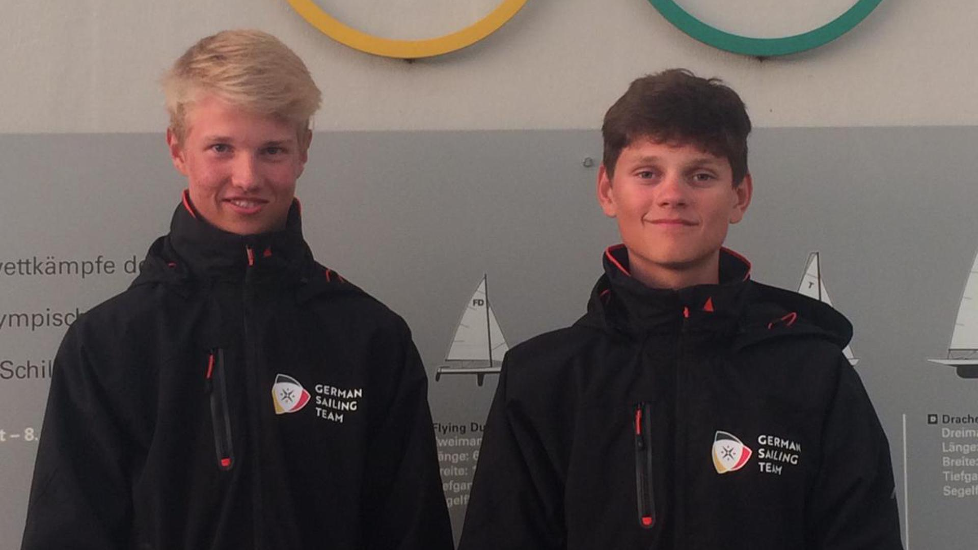Riko Rockenbauch (links) mit Segelpartner Moritz Dorau im Olympia-Zentrum in Kiel