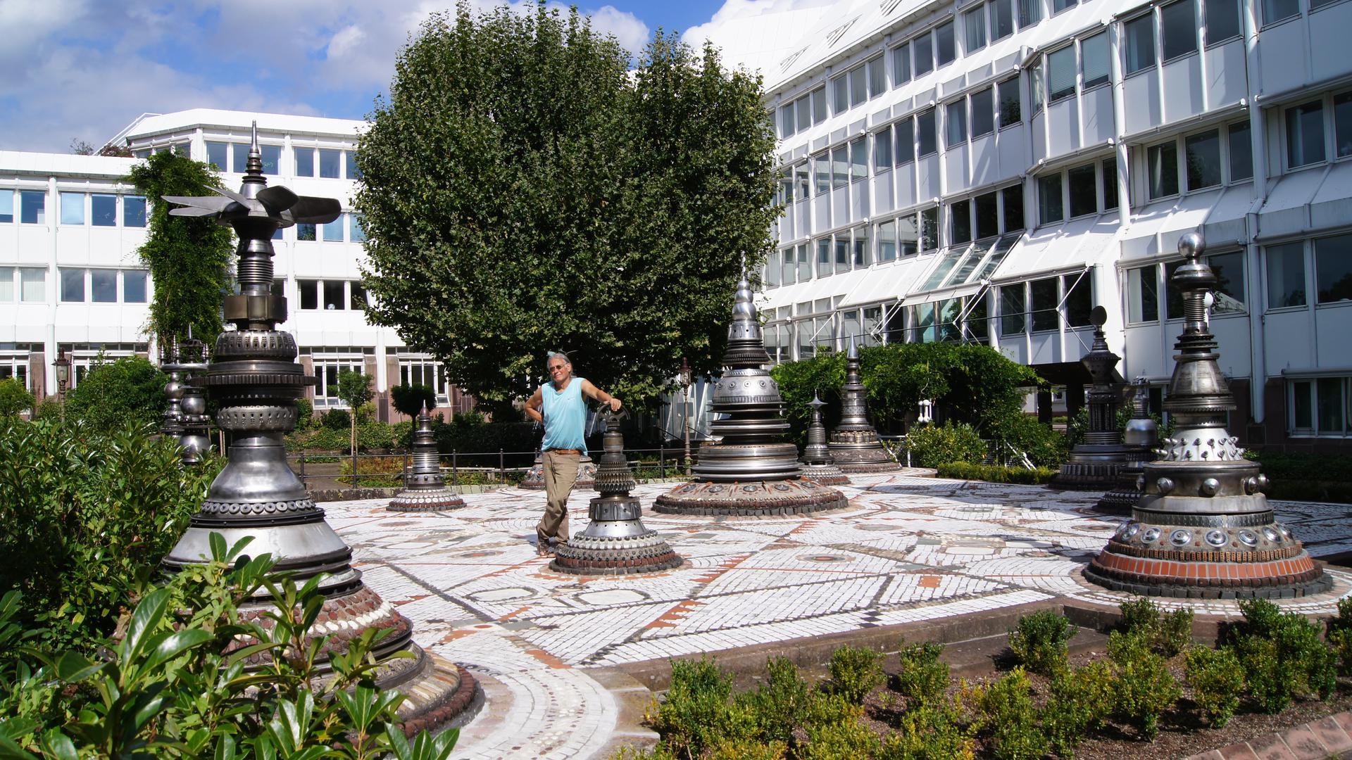 Rolf Gentz im Jahr 2012 im Figurengarten am Arbeitsamt Rastatt