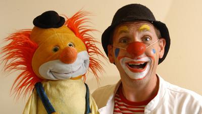 Clown mit Stofftier