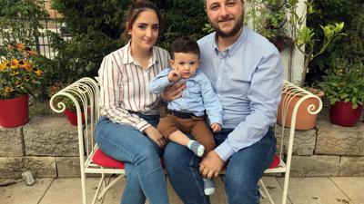 Eine junge Familie, deren Leben sich in Deutschland komplett verändert hat: Vor 14 Monaten kam der keine Noah zur Welt, der Laila und Mouhannad Agha seither ganz schön auf Trab hält.